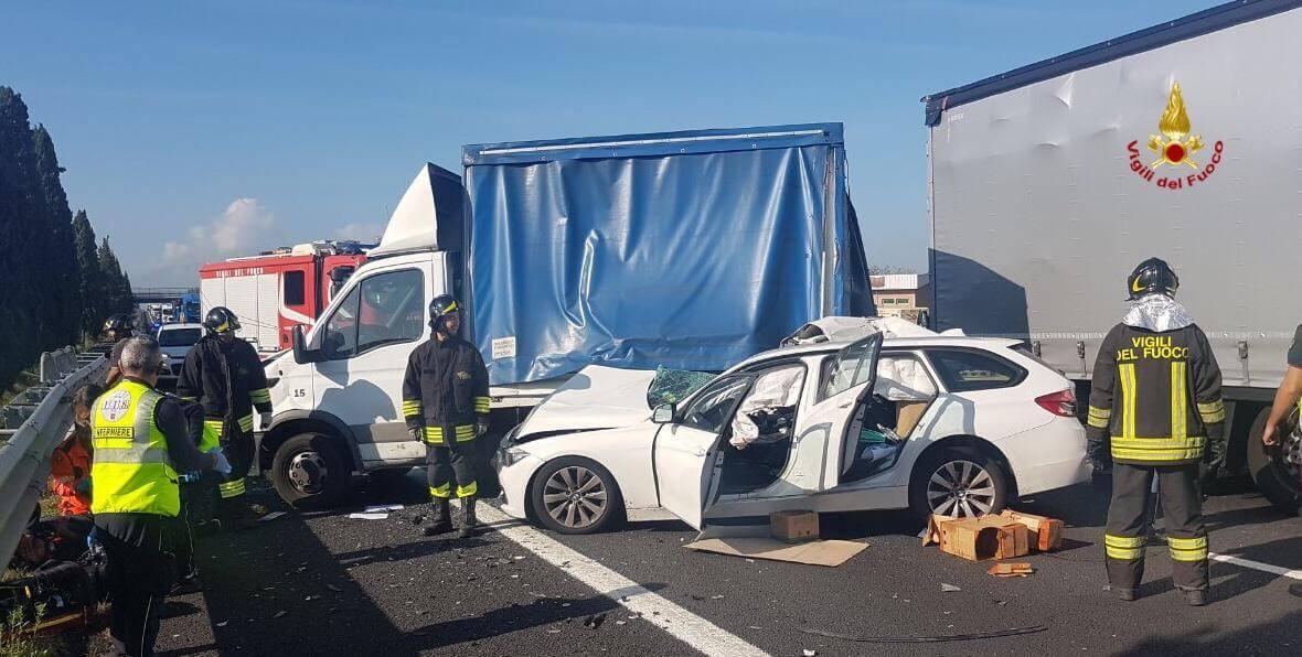 Incidente sulla A11 traffico bloccato