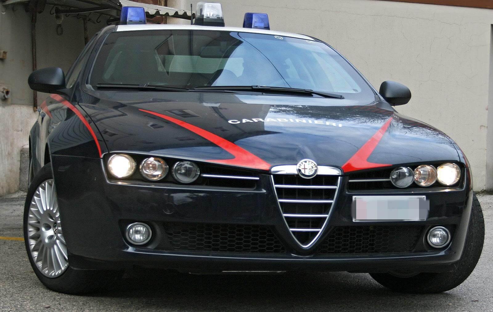Rubano bottiglie di vino pregiato da un ristorante, arrestati dai Carabinieri