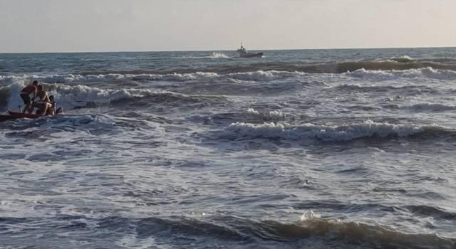 Tragedia in mare a Forte dei Marmi, muore turista tedesca