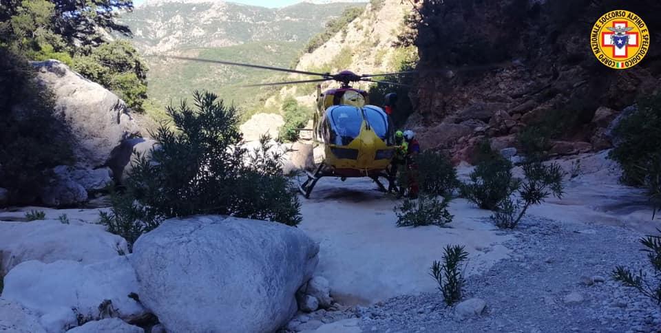 Escursionista lucchese cade per 30 metri sulle Apuane: portata al Noa di Massa