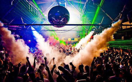 In 500 in discoteca a ballare: locale rischia la licenza