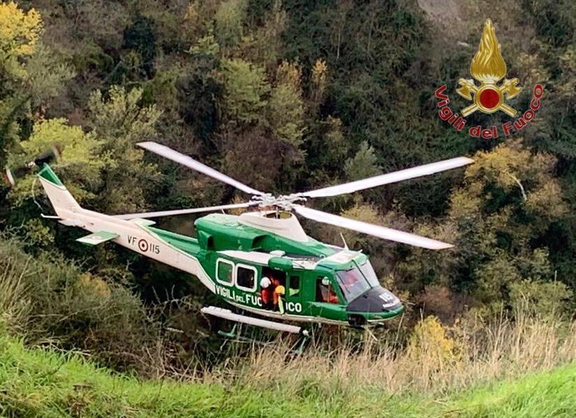 Incendi, vasto rogo nel grossetano: 3 elicotteri in azione