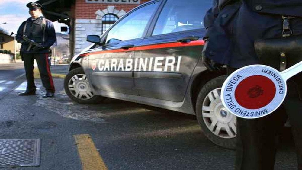 Attimi di paura per tassista 43enne aggredita con sputi e minacce