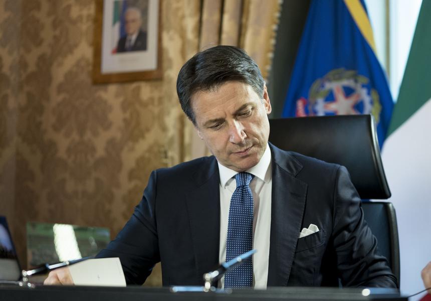 Covid, nuovo confronto tra Governo e Regioni sulle misure da prendere: atteso per stasera l'annuncio di Conte