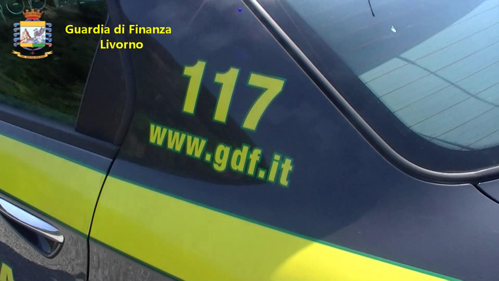 Livorno, sequestro oltre 1000 lampadine provenienti da Cina