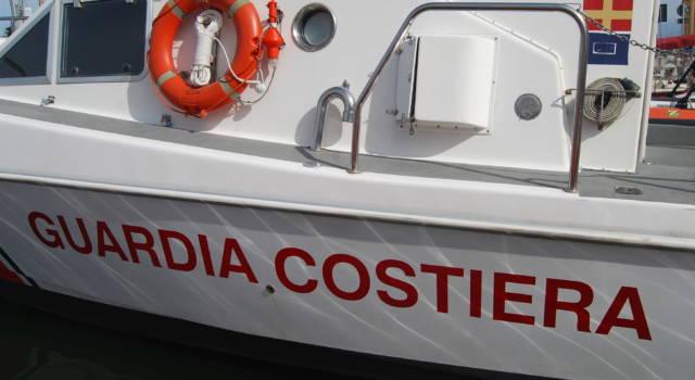 Natante imbarca acqua, 4 in salvo