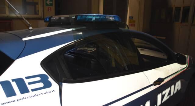 Sassaiola contro la Polizia a Marina di Carrara, 16 misure cautelari