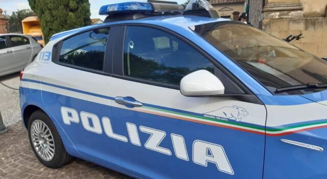 Lite nel negozio di telefonia a Pisa, interviene la polizia