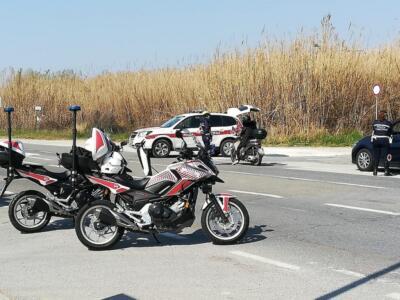 Guida a zig-zag in stato di ebrezza e provoca incidente, denunciato e patente ritirata