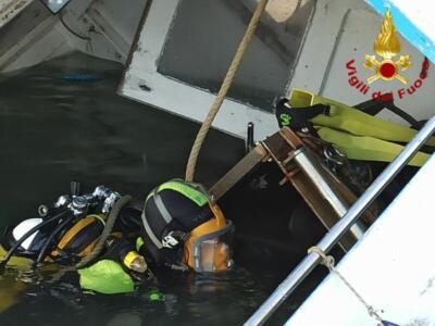Affondano due natanti nella Darsena vecchia di Livorno
