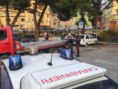 Auto abbandonate, i carabinieri di Carrara fanno pulizia