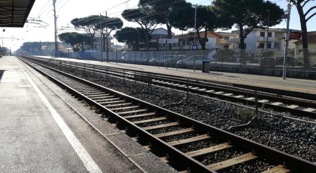Pisa, deraglia treno e trancia linea ferrovia, disagi su treni per Firenze