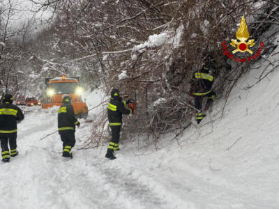 Neve, la Provincia di Lucca chiede lo stato di emergenza. A Pistoia 25 unità dei vigili del fuoco