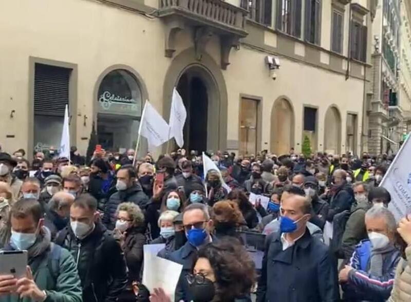 Confcommercio porta gli imprenditori in piazza a Firenze e a Roma