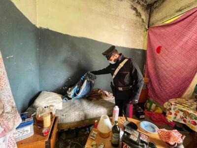 Covo di spaccio nello stabile abbandonato, arrestato pusher
