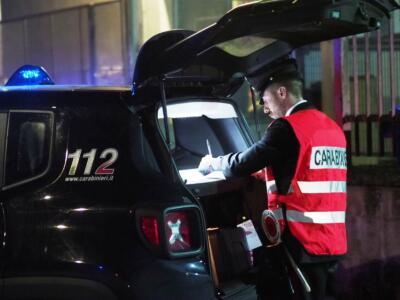 Giovane colpito alla testa da una bottigliata, denunciato l'aggressore dai Carabinieri