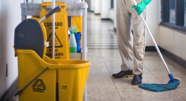 Appalti pulizie scuole addette senza più lavoro: presidio di protesta Cgil a Firenze