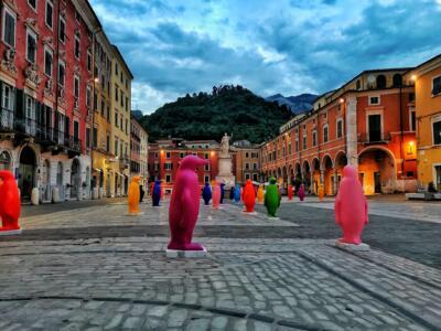 Carrara, parte la V edizione Festival del Marmo, invasione di animali colorati tra installazioni e mostre