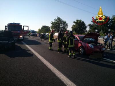 Maxi incidente sull'A11, un conducente estratto dalle lamiere e diversi feriti