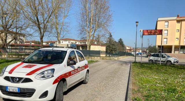 Ritrovano un borsellino contenente circa 600 euro e lo consegnano alla Polizia municipale