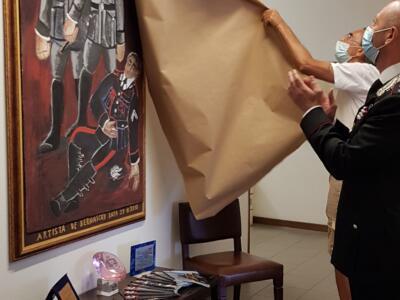 Portoferraio: la Compagnia Carabinieri riceve la donazione di un'opera d'arte