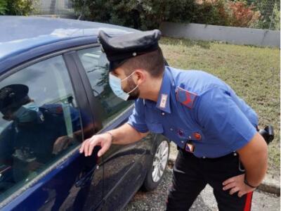 Denunciato dai Carabinieri ladro di oggetti in autovetture