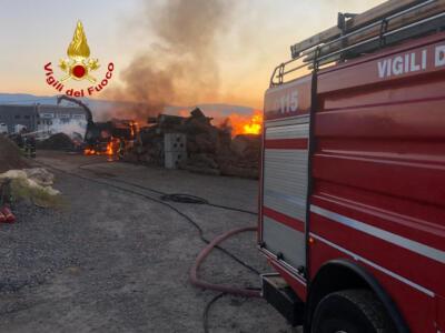 Vigili del Fuoco al lavoro per incendio a  Serravalle pistoiese