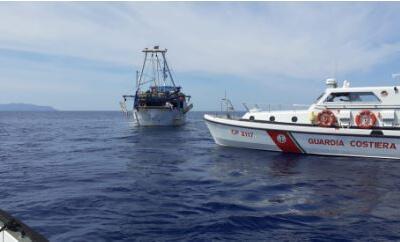 Guardia Costiera, fermato un peschereccio maltese in acque italiane