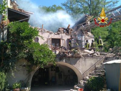 Pontremoli: crolla palazzina di due piani