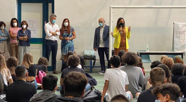 Piombino, il sindaco Ferrari e l'assessore Cresci in visita alle scuole