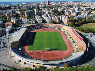 La tribuna dello stadio dedicata a Mauro Lessi, giocatore con il record di presenze nel Livorno Calcio