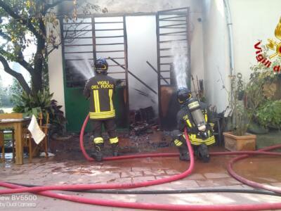 Agliana: incendio in una autorimessa
