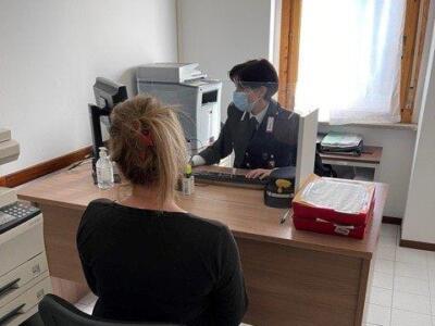 Donna rinchiusa in casa dal compagno, liberata dai carabinieri